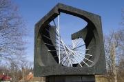 Kärdla Kalevivabriku monument 1985 pronks dolomiit